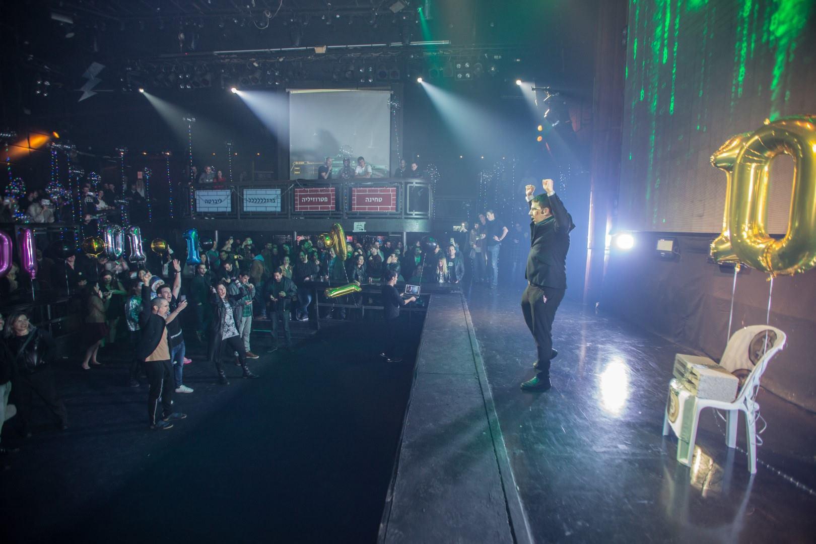 מסיבת עשור לביטקוין ינואר 2019 - מני על הבמה