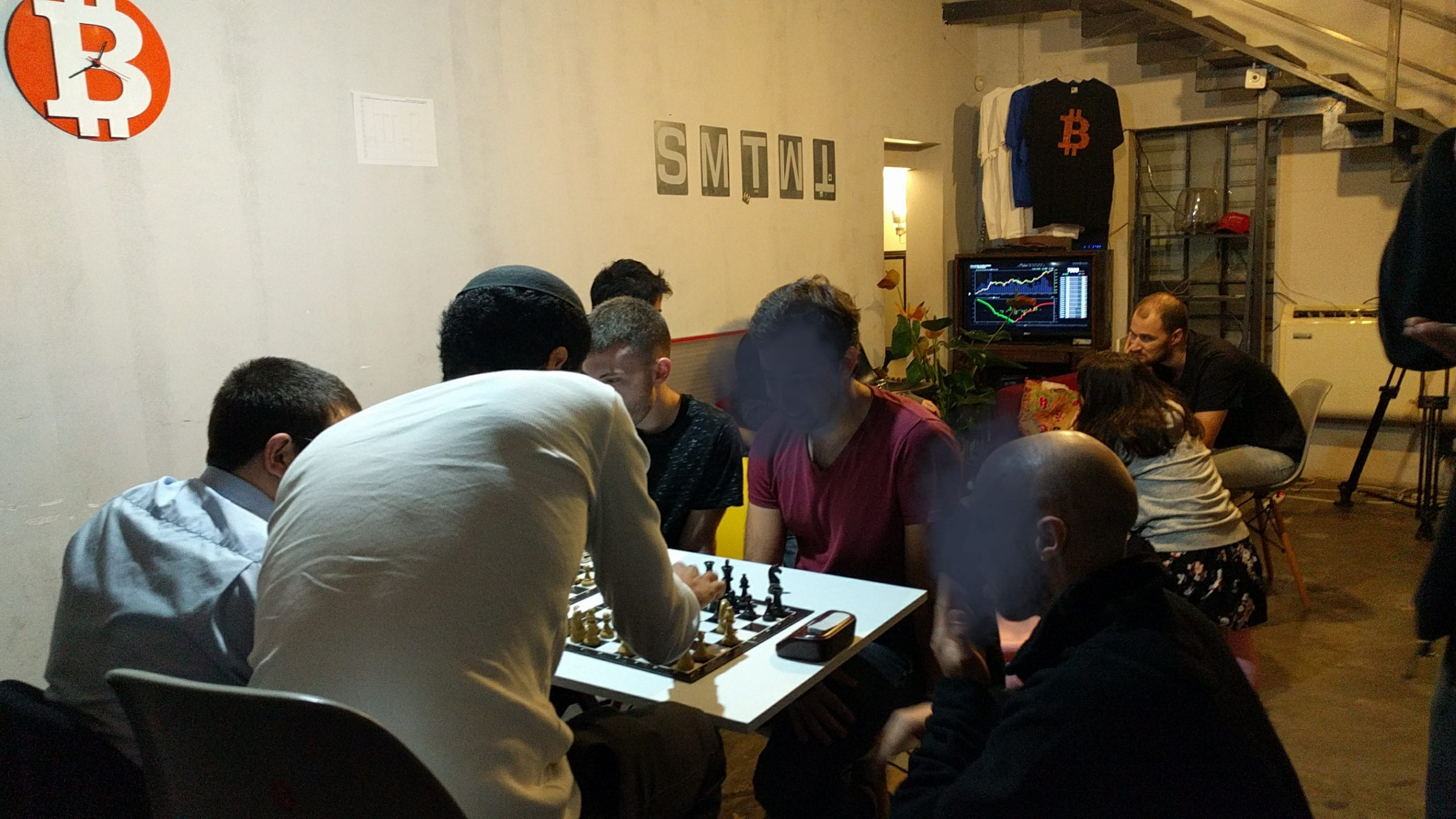 משחקים שח בשגרירות (מטושטש)